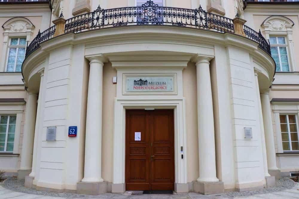 unabhängigkeitsmuseum-warschau-eingan